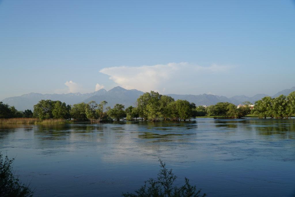 Jezioro Szkoderskie, obok twierdzy Rozafa